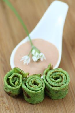 Bärlauchpfannkuchen mit Sauerrahm-Dip